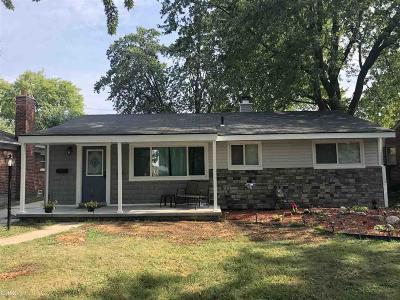 Saint Clair Shores Single Family Home For Sale: 22955 Lingemann St
