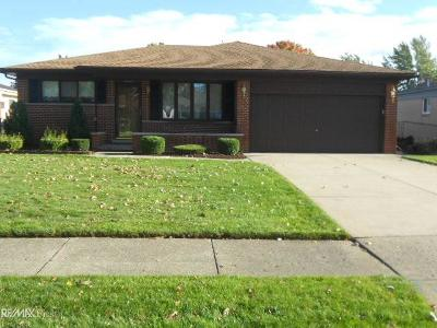 Sterling Heights MI Single Family Home For Sale: $215,000