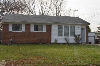 Sterling Heights MI Single Family Home For Sale: $150,000