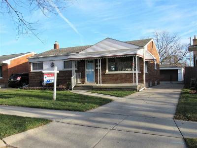 Saint Clair Shores MI Single Family Home For Sale: $156,000