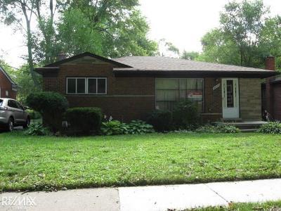 Oak Park Single Family Home For Sale: 21820 Cloverlawn St