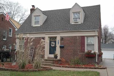 Grosse Pointe Woods Single Family Home For Sale: 2032 Lancaster