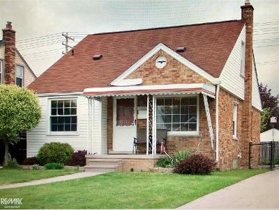Saint Clair Shores Single Family Home For Sale: 21029 Frazho