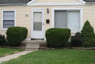 Roseville Single Family Home For Sale: 27336 Ridgewood