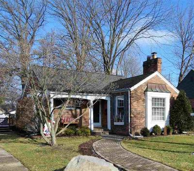 Grosse Pointe Woods Single Family Home For Sale: 1656 Hampton Rd