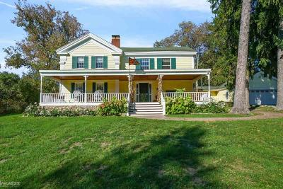Clarkston Single Family Home For Sale: 8294 Rattalee Lake Rd