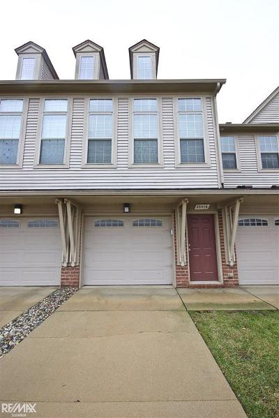 Macomb Condo/Townhouse For Sale: 23416 Clarewood St