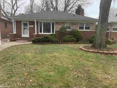 Saint Clair Shores Single Family Home For Sale: 21833 Madison