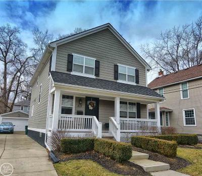 Royal Oak Single Family Home For Sale: 217 Fairgrove Ave