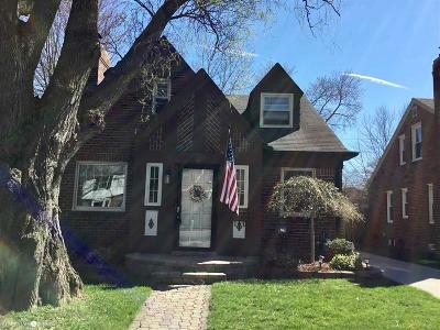 Grosse Pointe Woods Single Family Home For Sale: 1309 Roslyn Rd