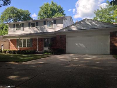 Grosse Pointe Woods Single Family Home For Sale: 724 S Rosedale