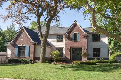 Grosse Pointe Woods Single Family Home For Sale: 697 Sunningdale
