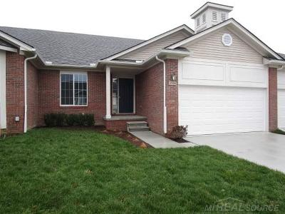 Macomb Condo/Townhouse For Sale: 47338 Joanne Smith Ln