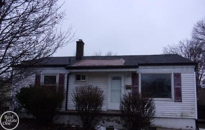 Saint Clair Shores Single Family Home For Sale: 22806 Maxine St