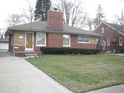 Saint Clair Shores Single Family Home For Sale: 21520 Statler