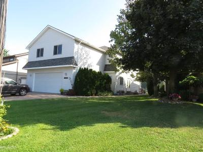 Harrison Twp Single Family Home For Sale: 37946 Circle Dr