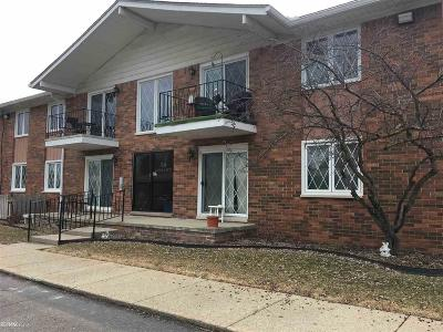 Macomb Condo/Townhouse For Sale: 54763 Shelby Rd