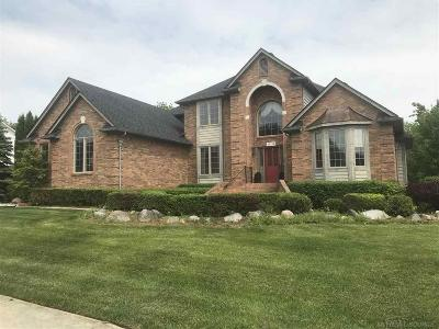 Washington Twp Single Family Home Keep Showing-Contgcy Appl: 63190 Turnberry Way