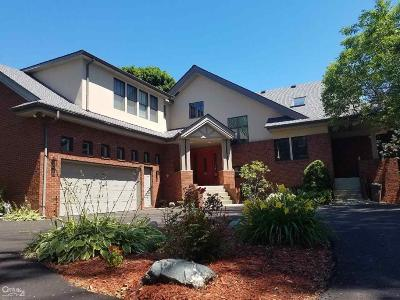 Saint Clair Shores Single Family Home For Sale: 33820 Jefferson