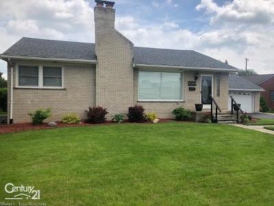 Saint Clair Shores Single Family Home For Sale: 23200 Jefferson