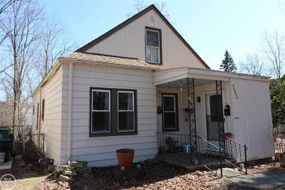 Oak Park Single Family Home For Sale: 24050 Republic