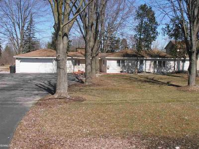 Shelby Twp Single Family Home For Sale: 8265 Bellman