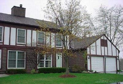 Saint Clair Shores Condo/Townhouse For Sale: 33324 Jefferson
