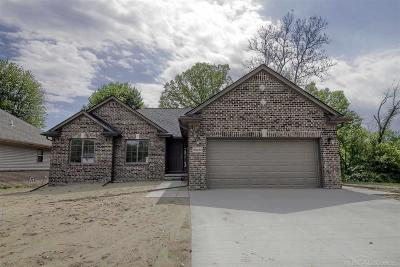 New Baltimore  Single Family Home For Sale: 37683 Sienna Oaks Dr