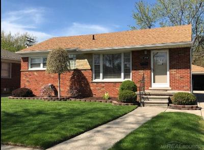 Saint Clair Shores Single Family Home For Sale: 19709 California