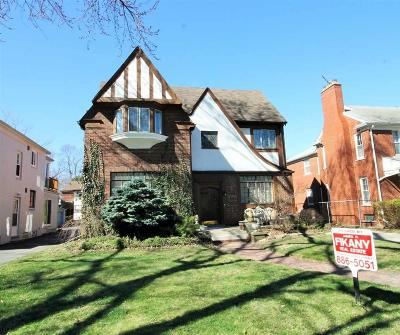 Grosse Pointe Park Multi Family Home For Sale: 943-945 Harcourt