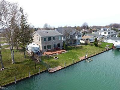 Algonac Single Family Home For Sale: 6360 Marina