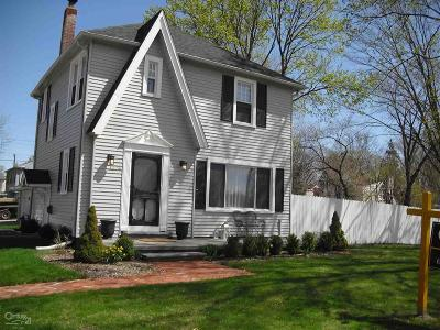 Grosse Pointe Woods Single Family Home For Sale: 1274 Vernier Road