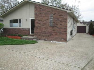 Harrison Twp Single Family Home For Sale: 25845 S River
