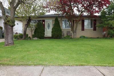 Roseville Single Family Home For Sale: 26640 Oak St.