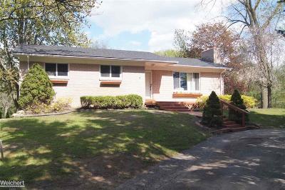 Shelby Twp Single Family Home For Sale: 52870 Oak Meadow
