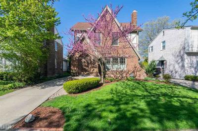 Grosse Pointe Farms Single Family Home For Sale: 437 Moran