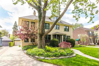 Grosse Pointe Park Single Family Home For Sale: 817 Lakepointe