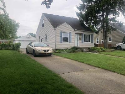 Saint Clair Shores Single Family Home For Sale: 21930 Revere