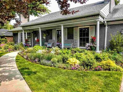 Grosse Pointe Shores Single Family Home For Sale: 82 Greenbriar
