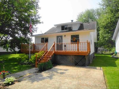Algonac Single Family Home For Sale: 435 Pte Tremble Rd