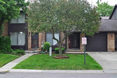 Sterling Heights Condo/Townhouse For Sale: 37154 Clubhouse
