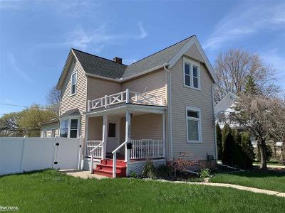 Fraser Single Family Home For Sale: 33085 Utica