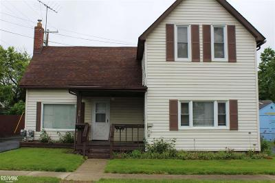 Lapeer Single Family Home For Sale: 120 Pope