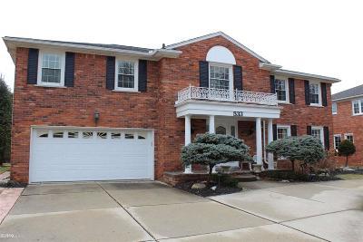 Grosse Pointe Woods Single Family Home For Sale: 533 Glen Arbor Lane
