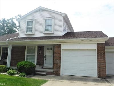 Macomb Condo/Townhouse For Sale: 28078 Pine Tree