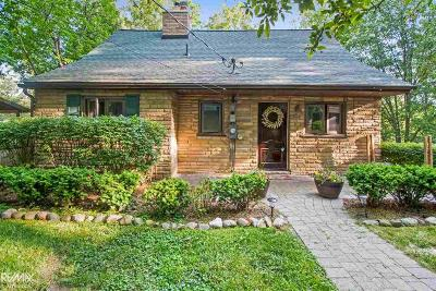 Oakland Single Family Home For Sale: 1084 Forest Lake Blvd