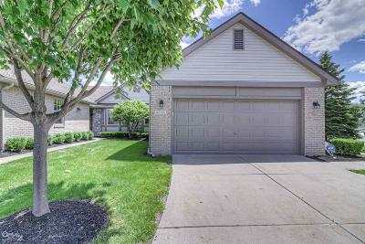 Macomb Condo/Townhouse For Sale: 42332 Crestwood