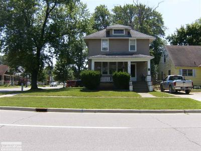 Port Huron Single Family Home For Sale: 2202 Griswold