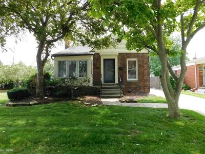 Saint Clair Shores Single Family Home For Sale: 22640 Manor St