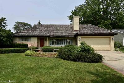 Grosse Pointe Woods Single Family Home For Sale: 1548 N Renaud